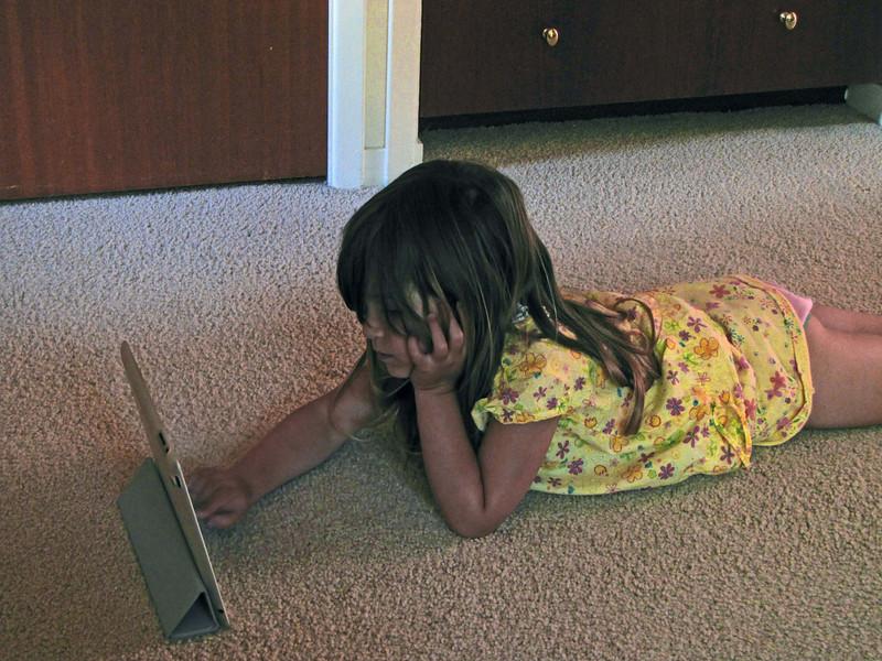 23-Hazel, iPad, Elmo