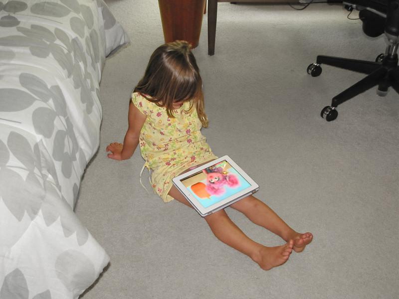 19-Hazel, iPad, Elmo
