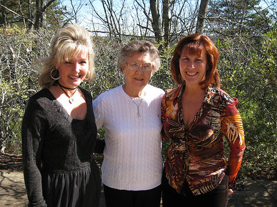 Karen & Lois Snyder & Ann Bellmor At Highland Pointe Home 11-25-11