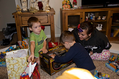 2011 Christmas Kids on Christmas Morning025