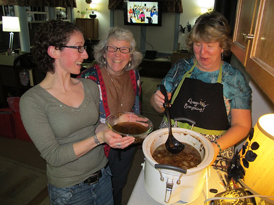 Two Moms and Meko scooping the Au Jus.