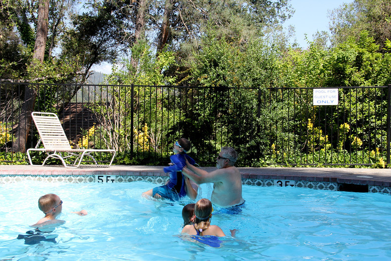 Just out side of Yosimite Ca, Out Door Pool -- at the best western