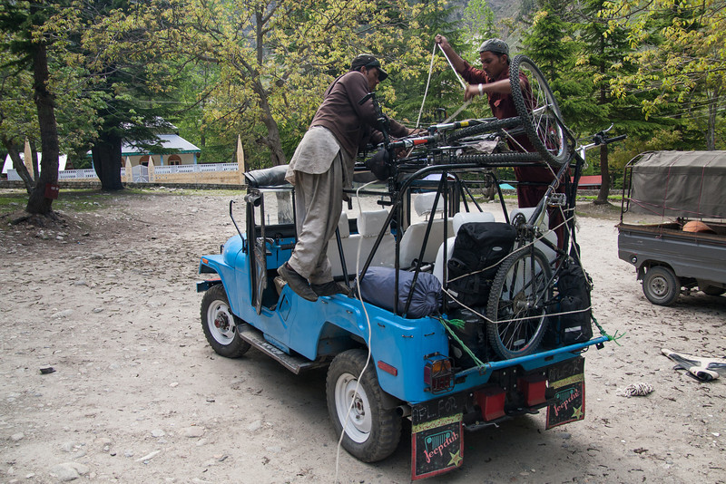 With the pedal fixed, we strapped the bikes on a jeep and headed back up the valley to the point where the pedal had broken that morning