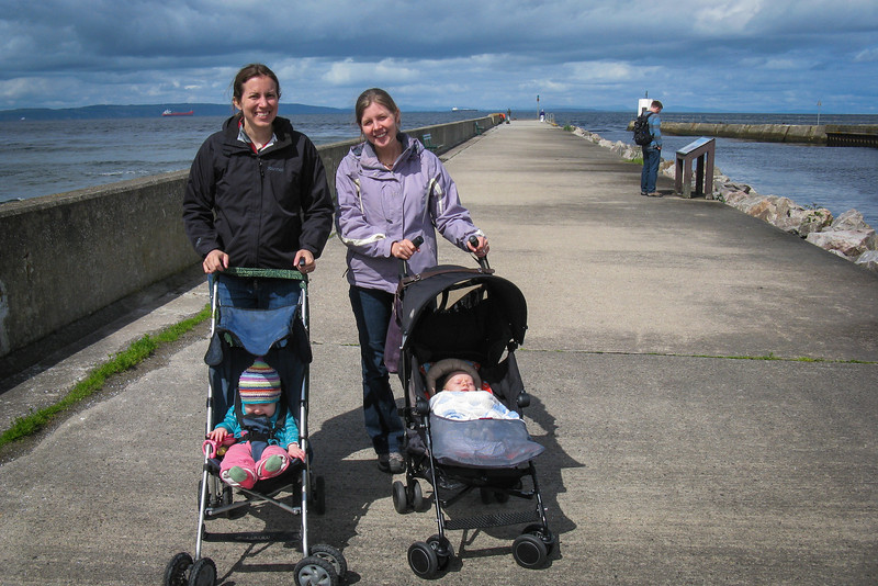 We visited the village of Nairn, north of Inverness (where Jo and Jenny live). Nairn was a pretty little seaside town.