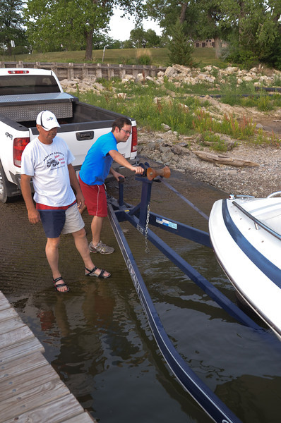 LEE & DUSTIN GETTING THE BOAT READY...