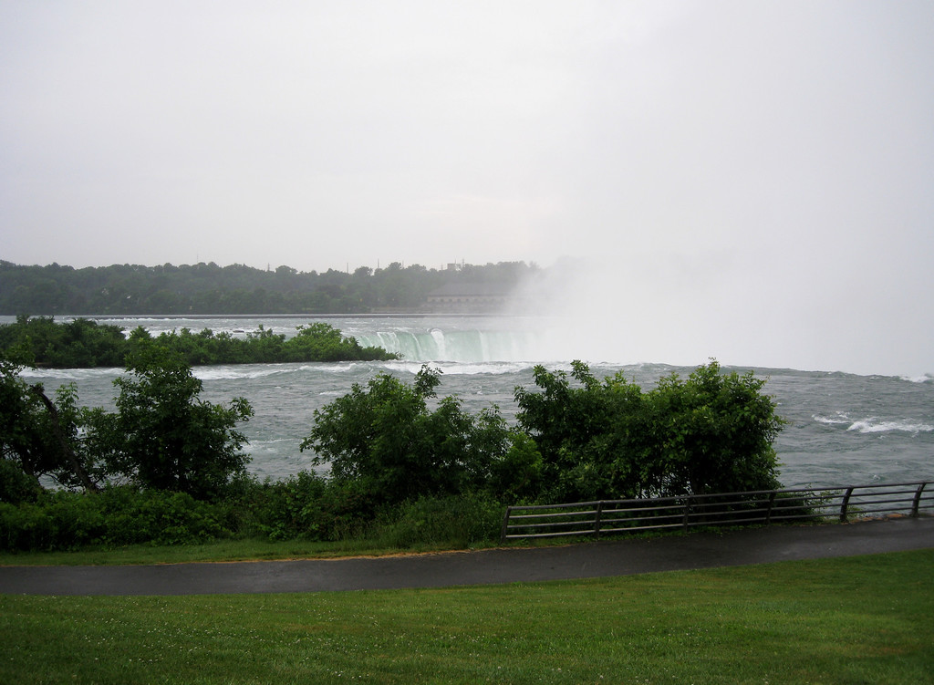 Top of Horseshoe Falls from Goat Island.