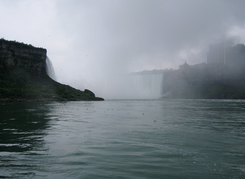 Approaching Horseshoe Falls