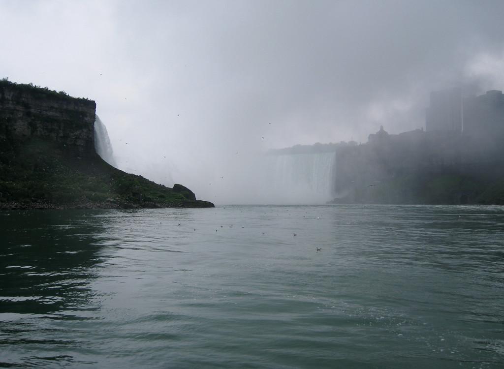 Approaching Horseshoe Falls