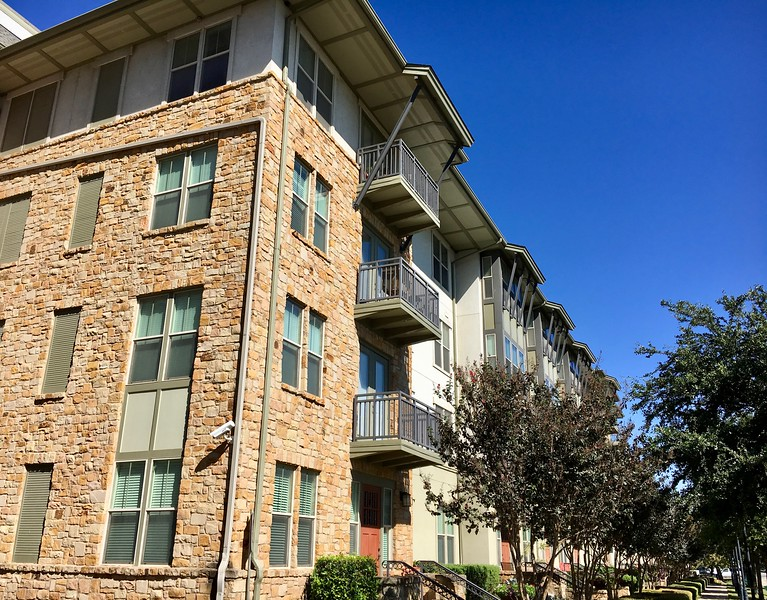 Gorgeous location & apartment complex built in 2009 near MoPac & 45th