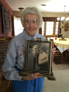 Elizabeth Robinson Hill holding a picture of her mother and herself as a child