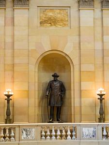 Statue, MN State Captiol