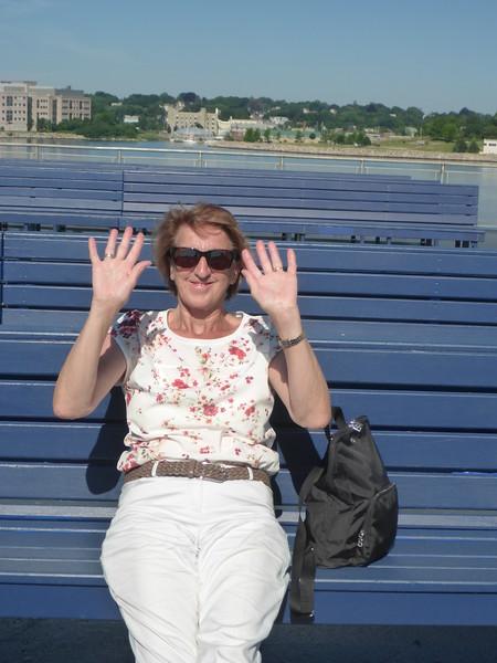 Hannelore waving