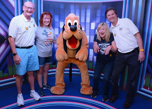 Ann & Russell Bellmor, Goofy and Kathy Collier & Tom O'Barr Disney World December 2018 04