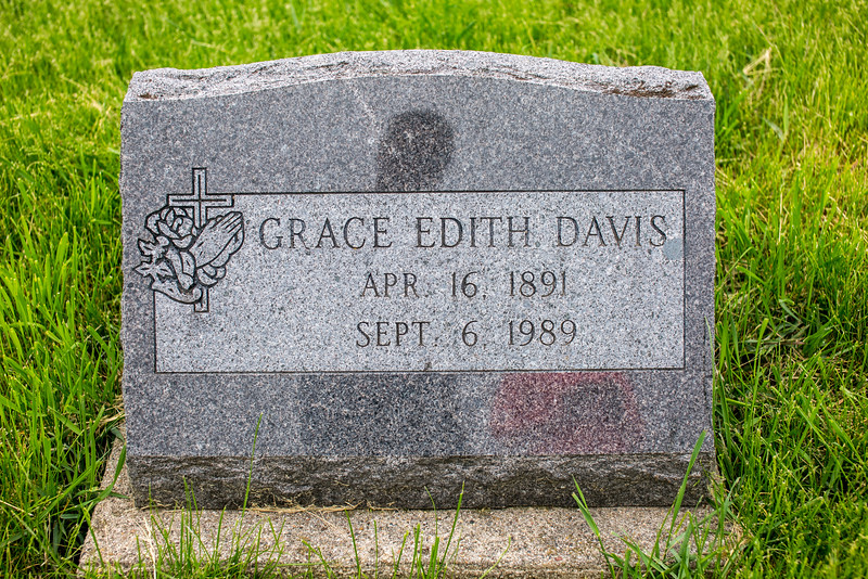 Howell Gravestones. Grace Edith Davis.