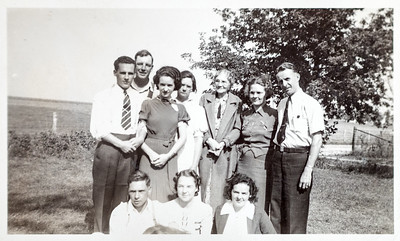 Fred & Alice Wild, Howard & Grace Davis, Grace's Aunt Fran?, Ester (Lagril?) & Bob, Bob & Jean Howell, Lillian Howell Lux. September 25, 1938.
