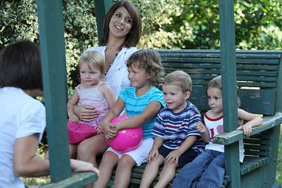 Nicole with Lila, Naia, Cohen, Sage
