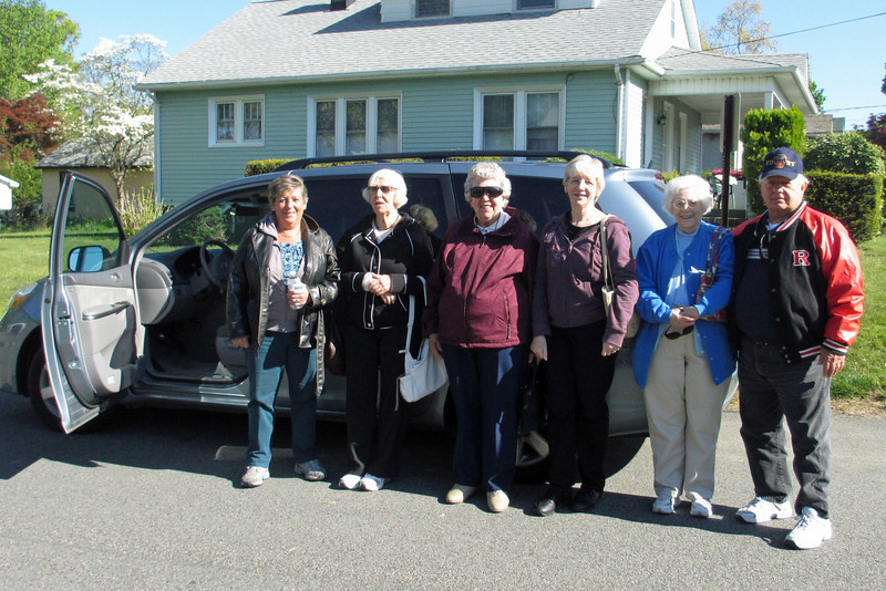 Leaving Mom's house - Peggy, Aunt Barbara, Mom, Ginny, Marie and Tony...plus Bill taking the picture of course.