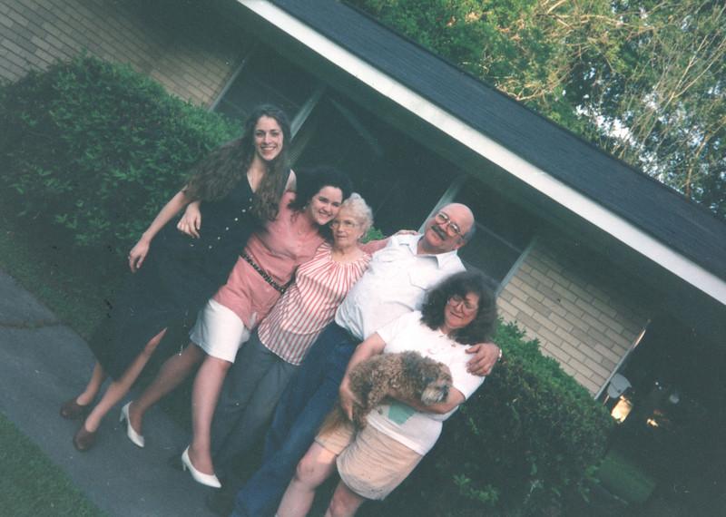 Keli Judy Granny Kenny Joyce holding Kacker May 95 Grannys house