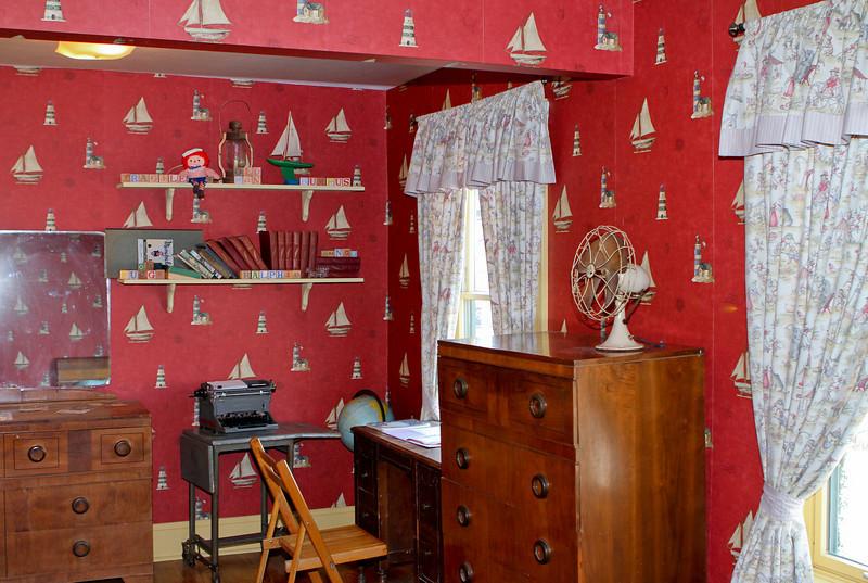 a christmas story house ralphies bedroom desk and hutch - Christmas Story House Cleveland