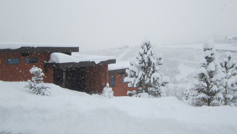 ....and the snow keeps falling on Casa M+M!!