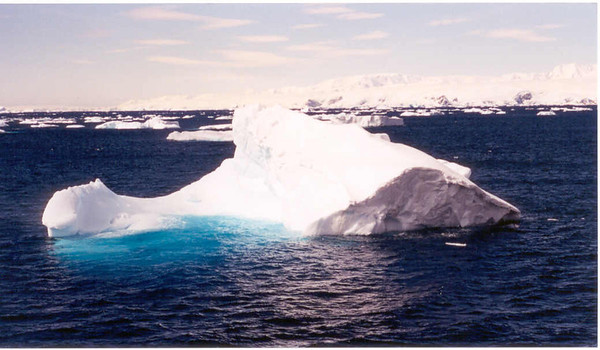 iceberg floating 4
