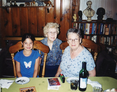 Allison_Nellie & Nancy Ruckes-Bayside-Aug 2002