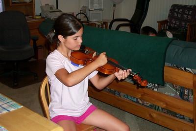 Ali & her violin 2