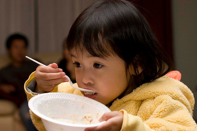 Alyssa finishing her cake.