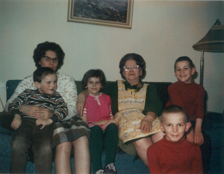 mon_grandma_kids_2-2-69