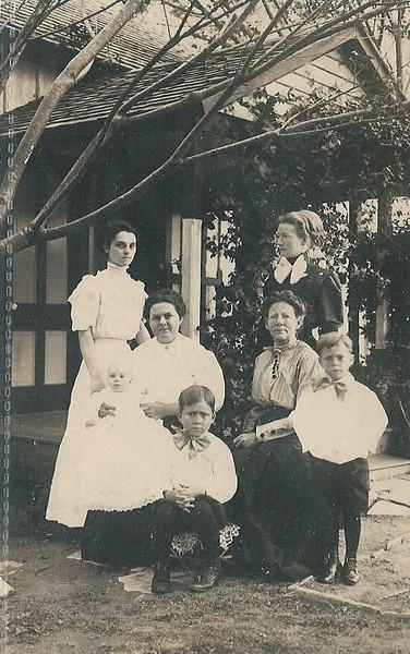 P11 Sophie Flato Amsler (glasses) 1910 postcard, Ann & Sophie Flato, Cora Amsler (sitting) , Lillian, Phil & West Amsler