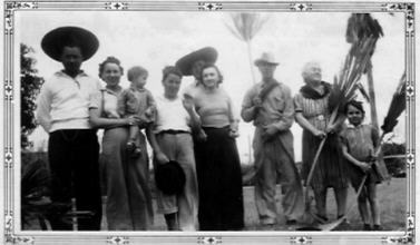 Charo Days circa early 40's<br /> Phil Rena Sherrie(?) Henry, Bill Bobbie, Papa mama (W.T and Cora Amsler) and Marjorie.