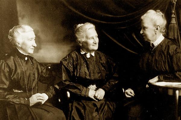 Grosjean sisters: Johanna, Julia & Fannie Rosalie Grosjean.  Born in Munich, Germany