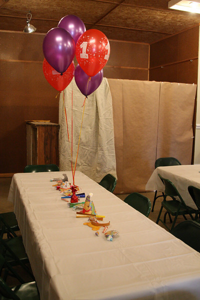 We decorated the tables with balloons, party hats and Pooh ears, party blow-outs and party horns and candy