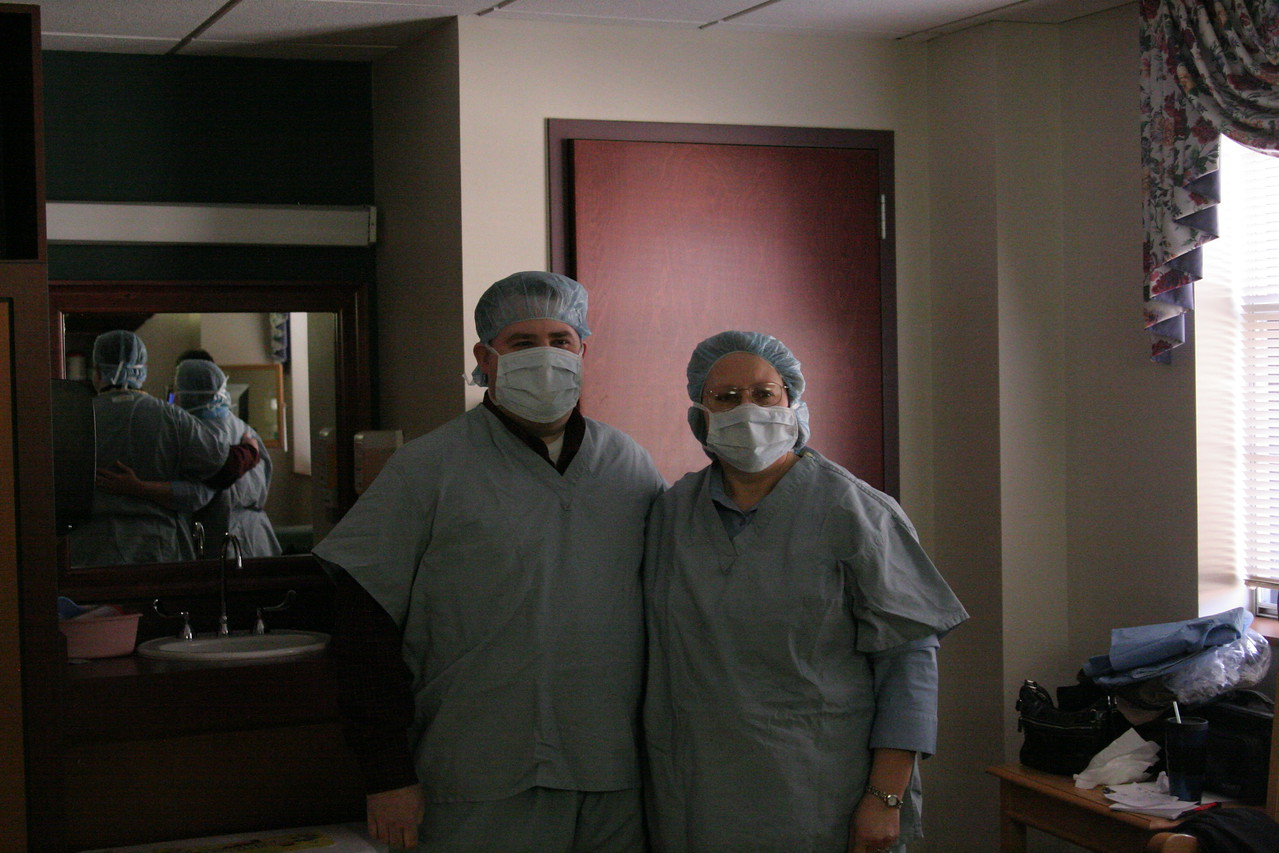8:18 - Almost-Daddy and almost-MamaBain suited up and ready to go. Don't they look adorable?