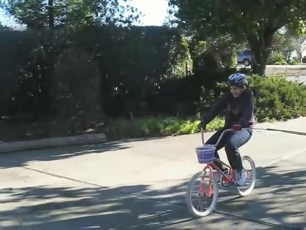 Video: Anna Rides a Bike 1st day