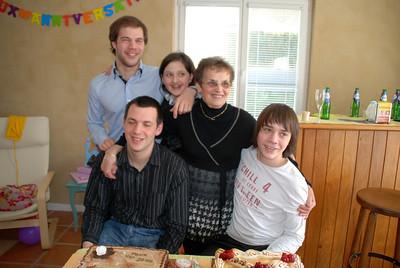 Mamie avec ses petits-enfants