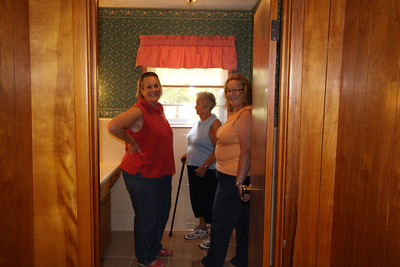 IMG_6807 - hall bathroom with tub
