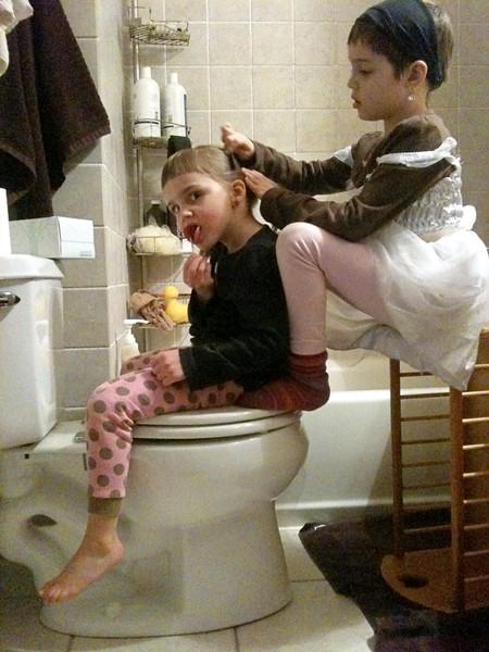 Hair-styling throne.