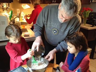 Papa makes pancakes.