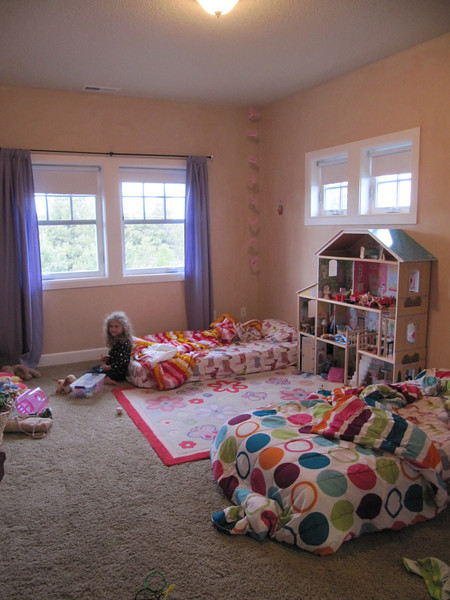 The girls bedroom before Matt's intervention.