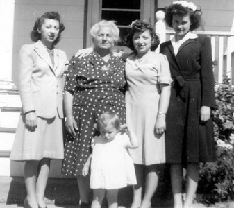 VIrginia,Loretta,ElizabethMaryWalsh&FosterChild - 2012-10-13 at 06-38-42