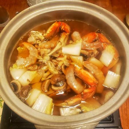2021/01/15: Crab we caught last fall, Shrimp, Salmon, Tofu & Veggies.