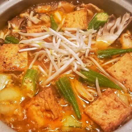 2021/12/19 Gochujang base, okra, mung bean sprouts, pork, homemade meatballs, fried tofu, bok choi along with hen of the woods & Beech Mushrooms.