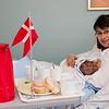 Efter fødslen kom jordemoderen ind med flag og morgenmad.