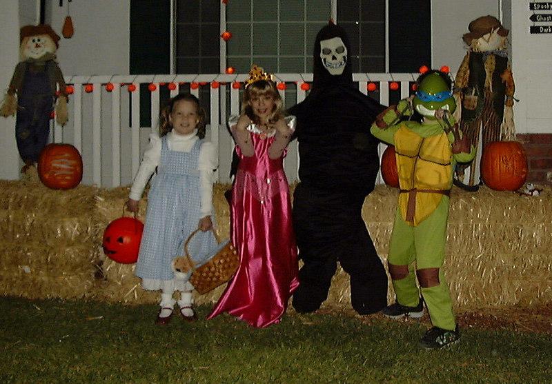 Faith, Sarah, Matthew, Halloween, 2003.