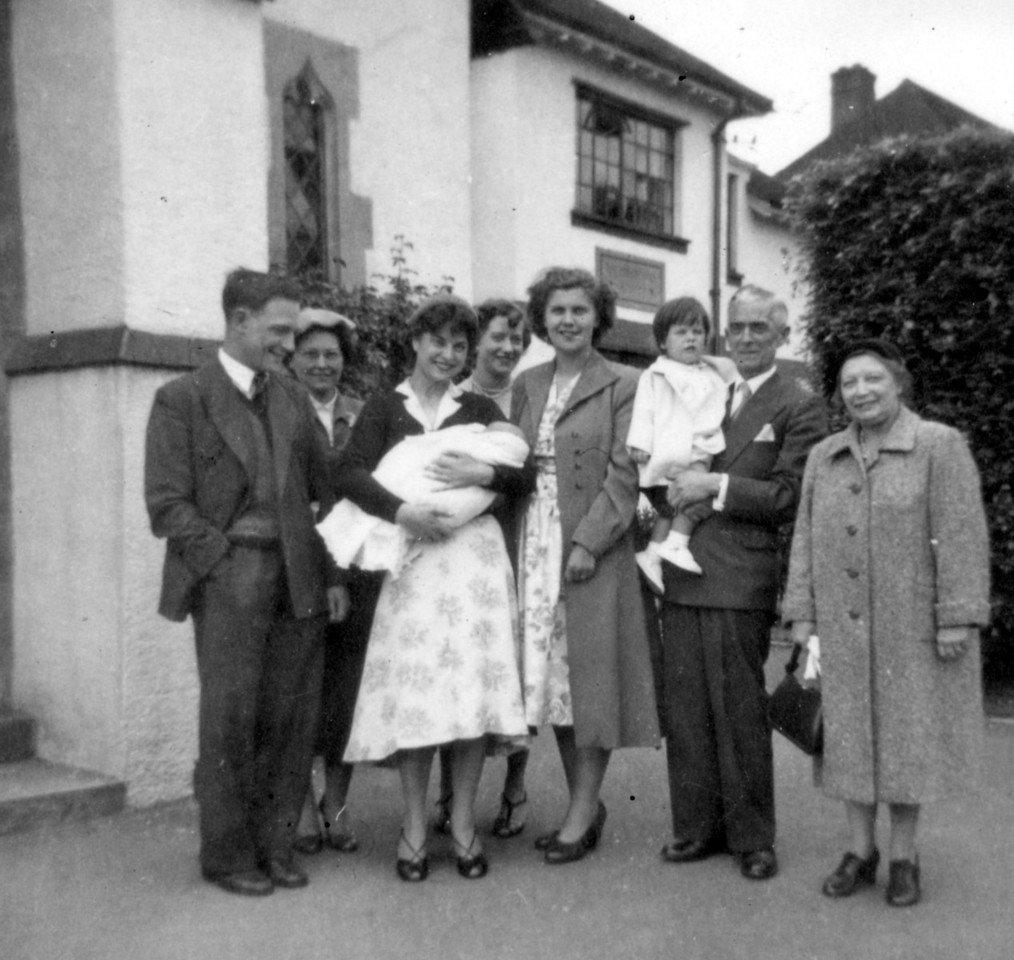 John & Margaret Wright, Audrey (holding David Wright?), Daphne, Betty Wright, Julie Wright, Grandad (Frank Wright), Nan (Emily Wright)