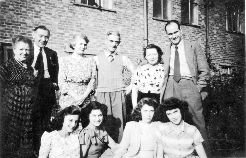 ?, ?, ?, Grandad (Frank Wright), Nan (Emily Wright), ?, Daphne, Audrey, ?, ?