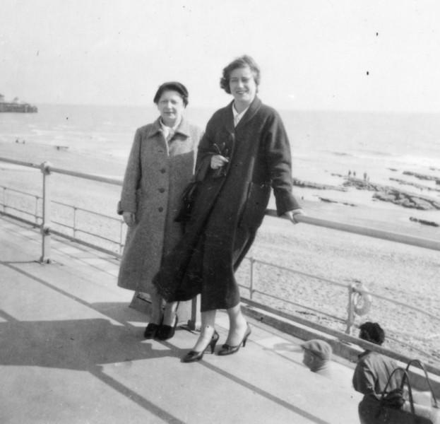 Nan (Emily Wright), Mum (Daphne)