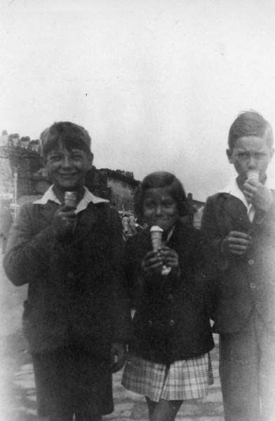Uncle John, Daphne & Uncle Frank