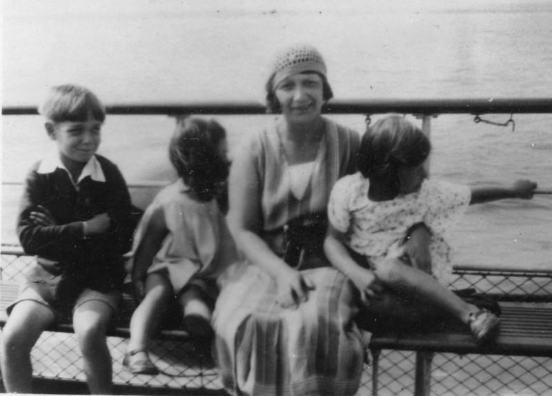 Uncle John, Audrey, Nan (Emily Wright), Daphne